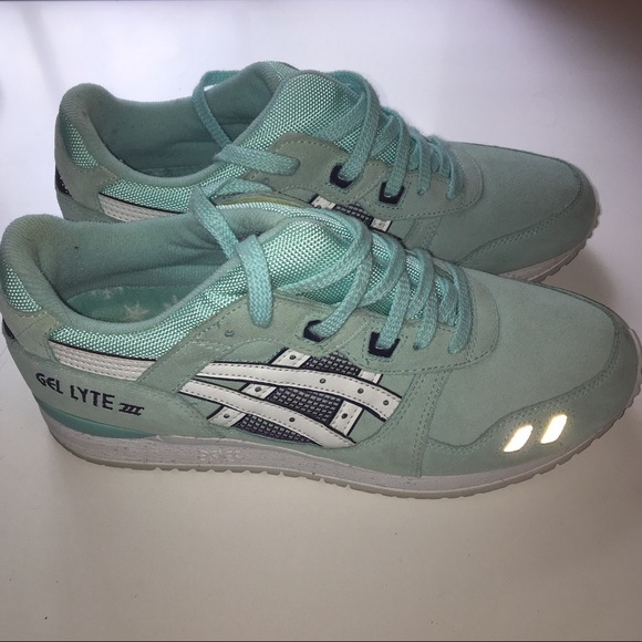 timeless design 6474e 69bc0 ASICS Women's Gel Lyte III shoes size 9